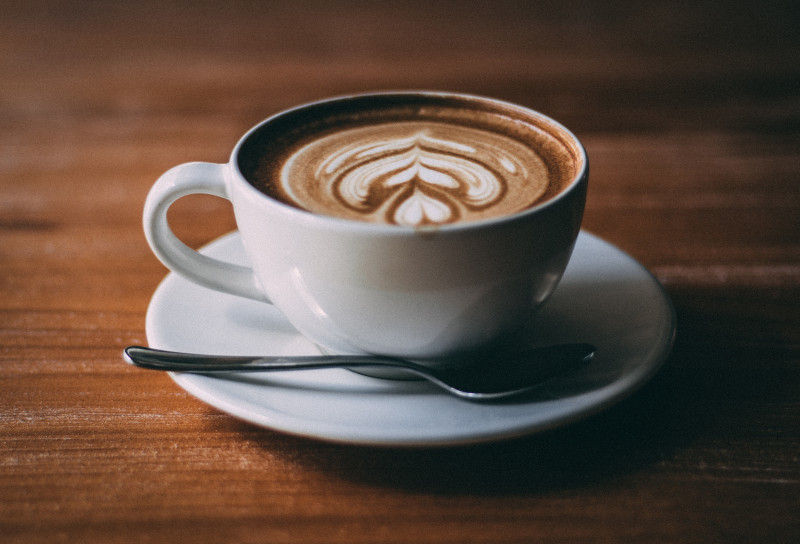 Photo d'un café latte Auteur : Jason Wong sur Unsplash